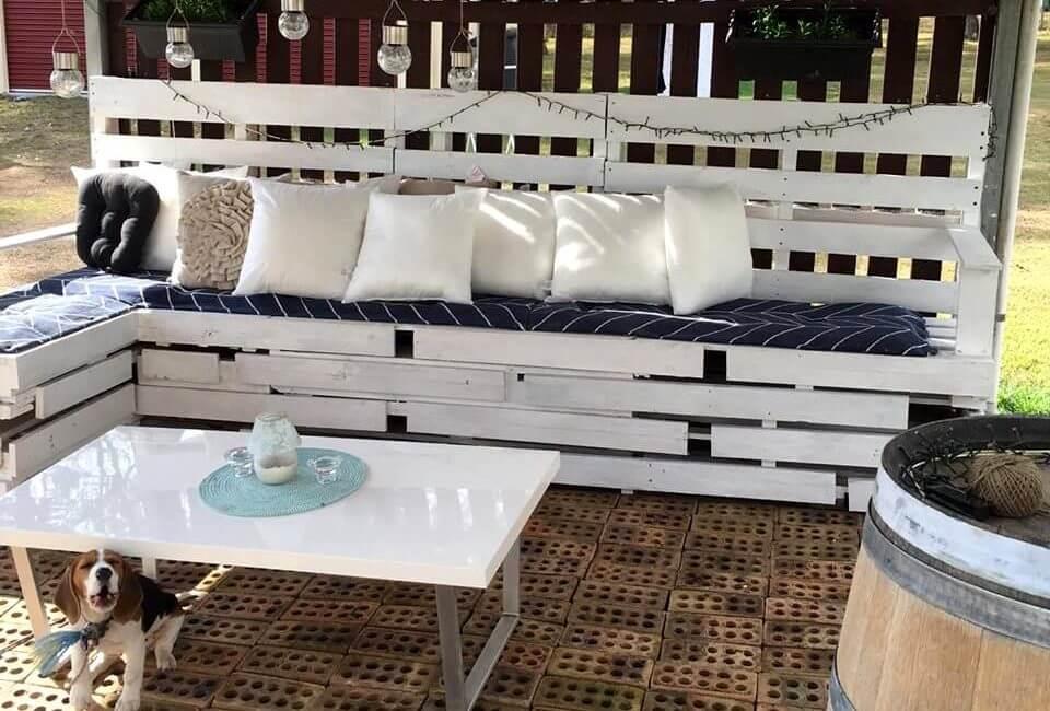 Gorgeous pallet patio seating set