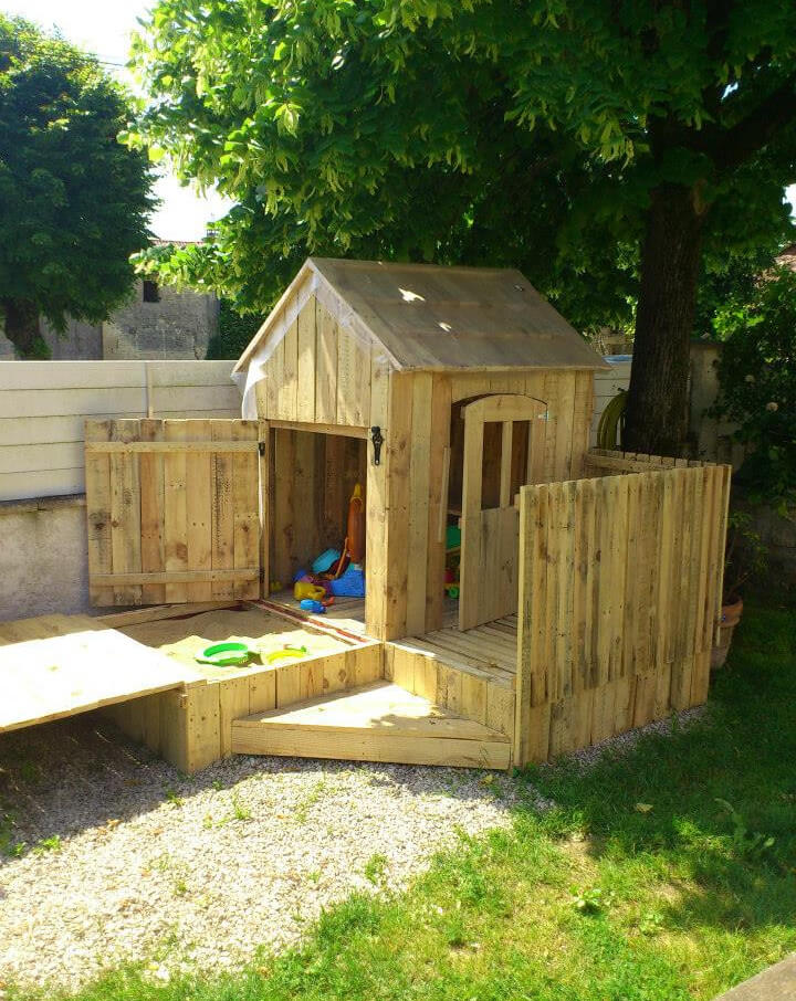 Meer dan 1000 idee n over pallet playground op pinterest for How to build a playhouse out of pallets