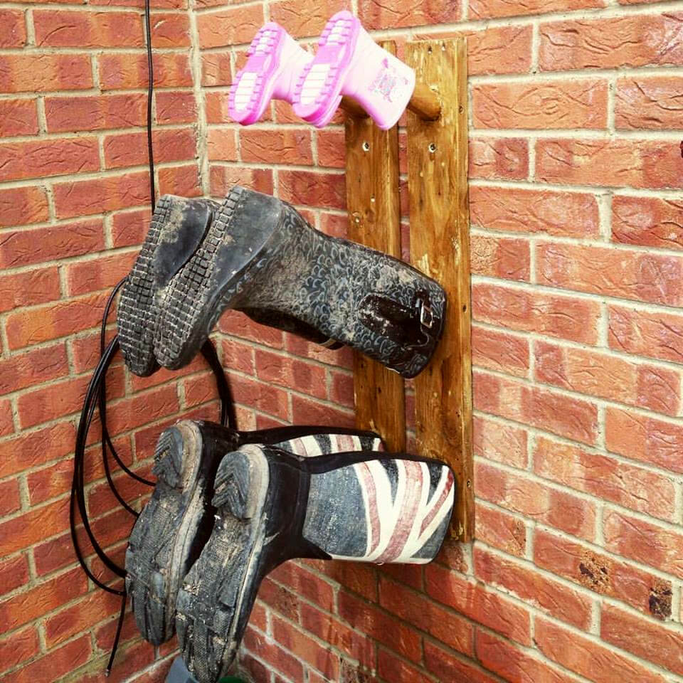recycled pallet shoes rack