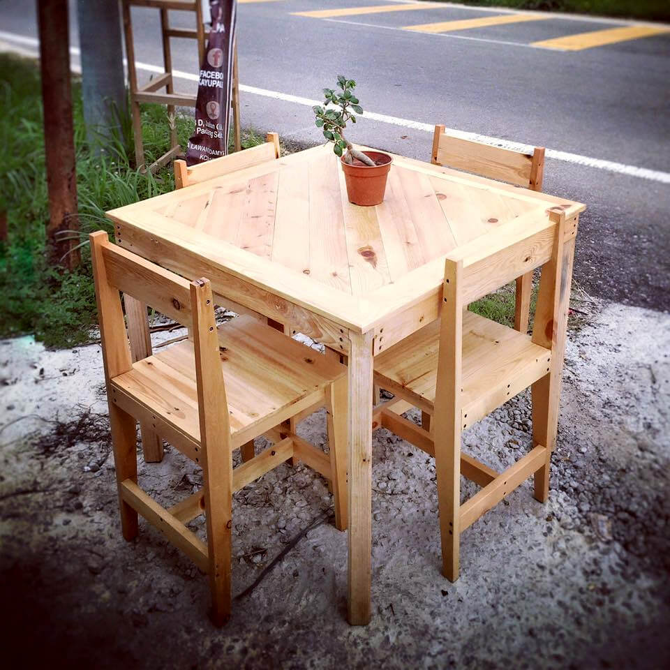4 person pallet outdoor dining or breakfast set