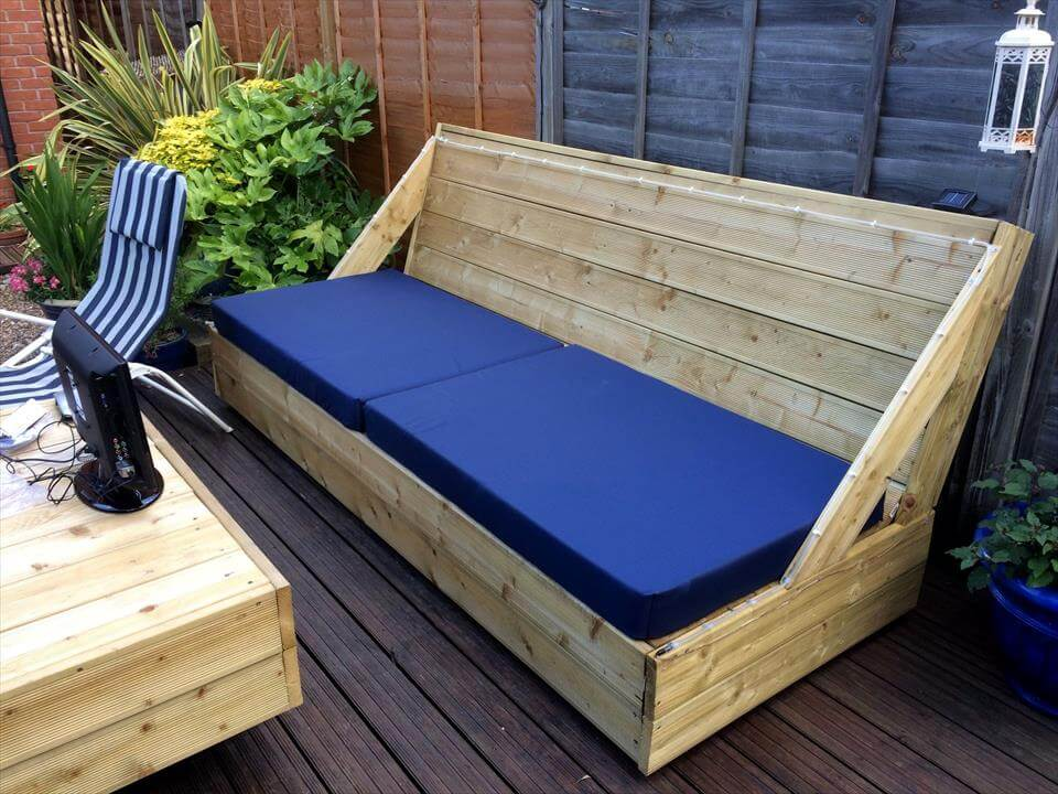 recycled pallet blue cushioned deck sofa