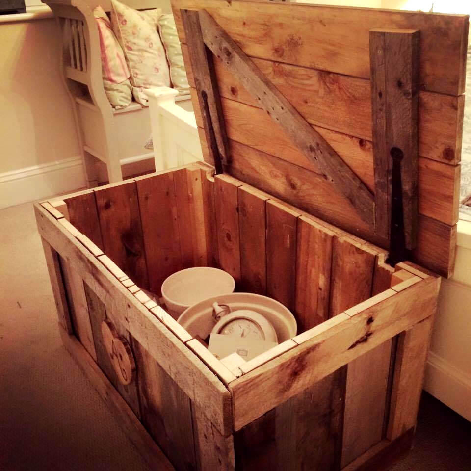 Build this wooden pallet chest for What can you make with recycled pallets