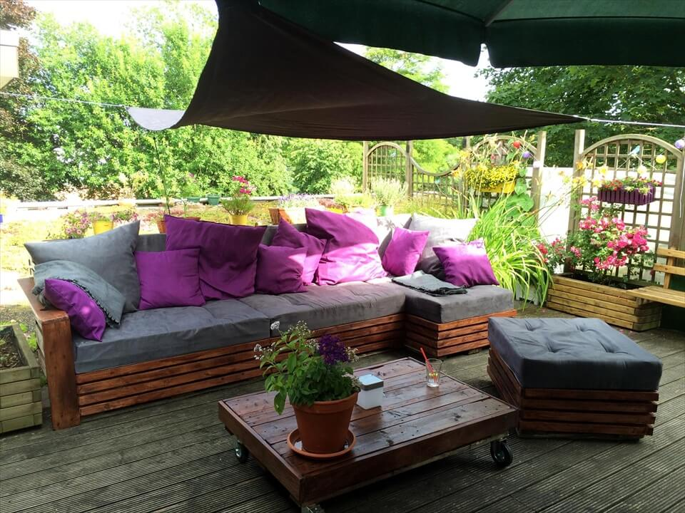 diy pallet lounge just like a little heaven
