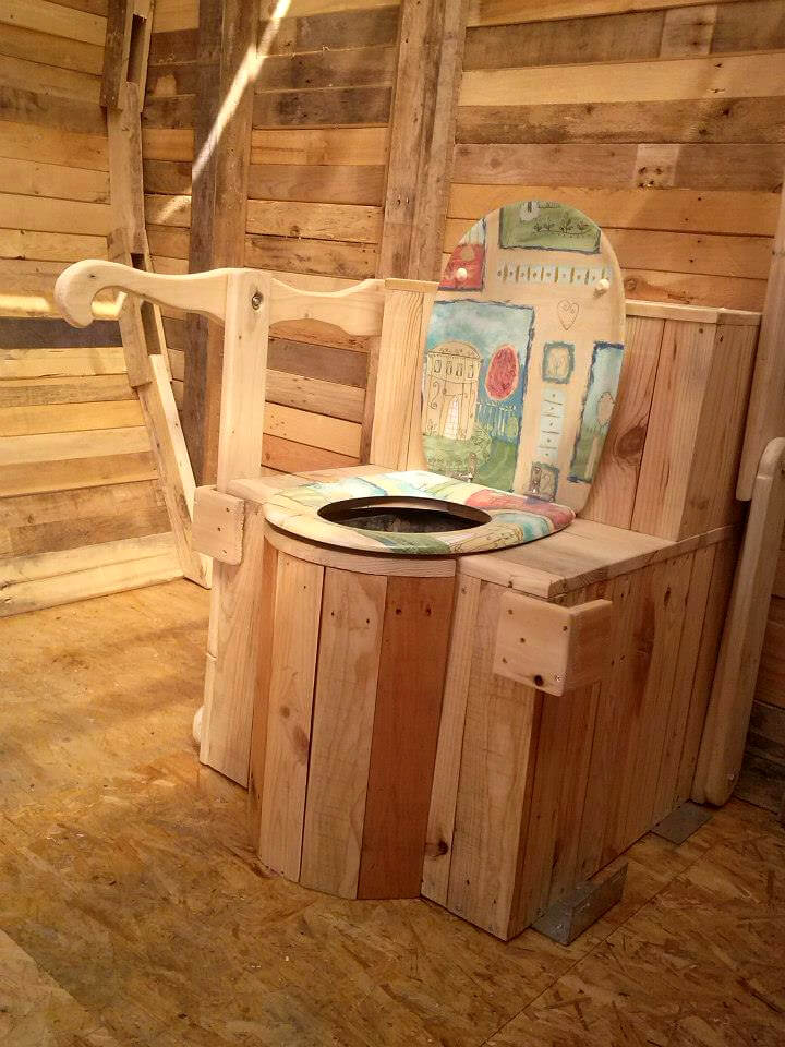 Outdoor Pallet Toilet Cabin 101 Pallet Ideas