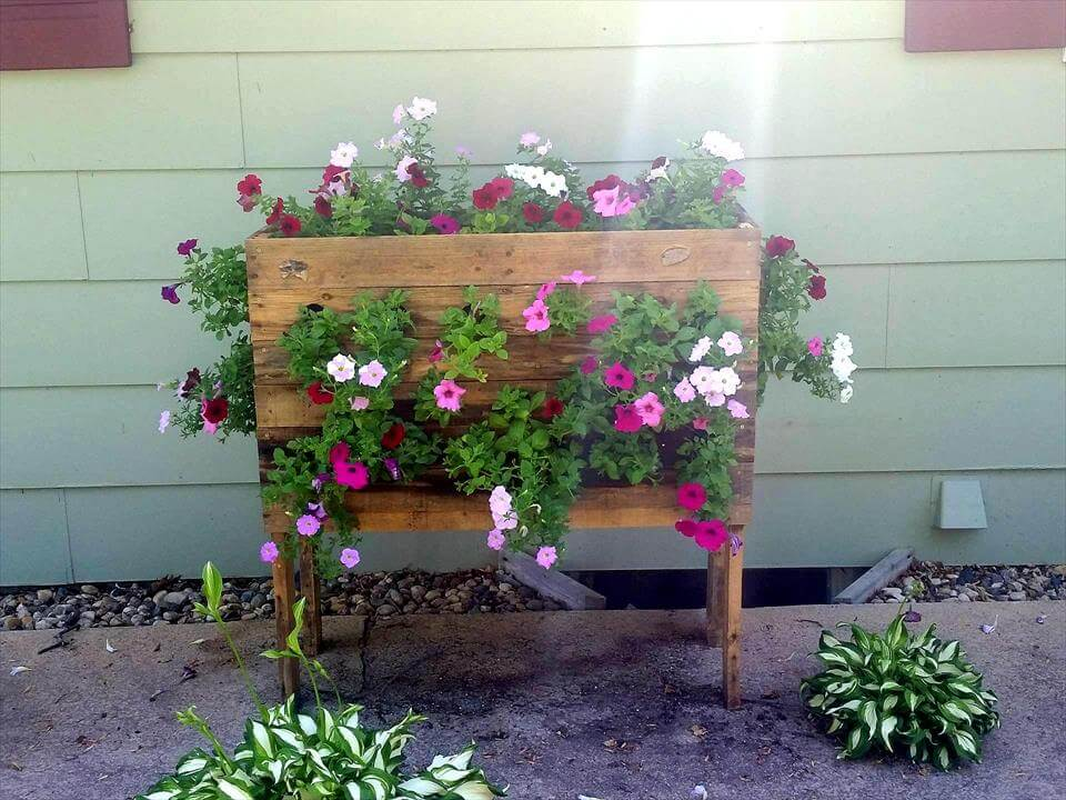 Diy garden planters 28 images outdoor planter projects for Garden planter ideas