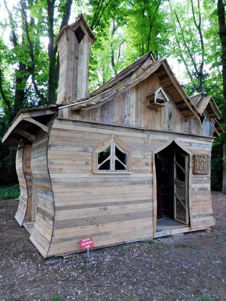 Pallet cabin built for funny cabins exhibition for Cabin construction ideas