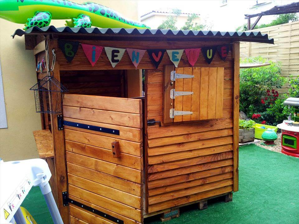 DIY Pallet Playhouse for Kids