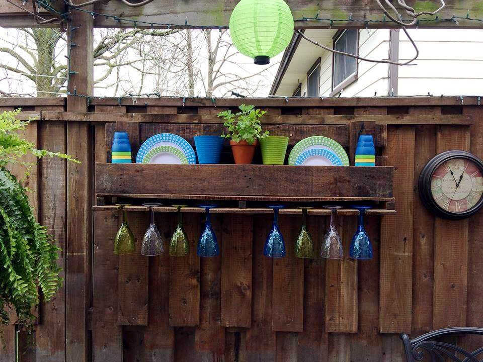 diy pallet shelf with glass rack