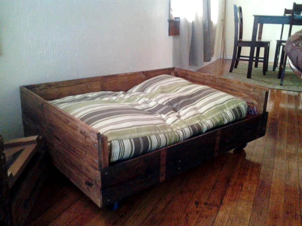 Palet Wood Dog Bed
