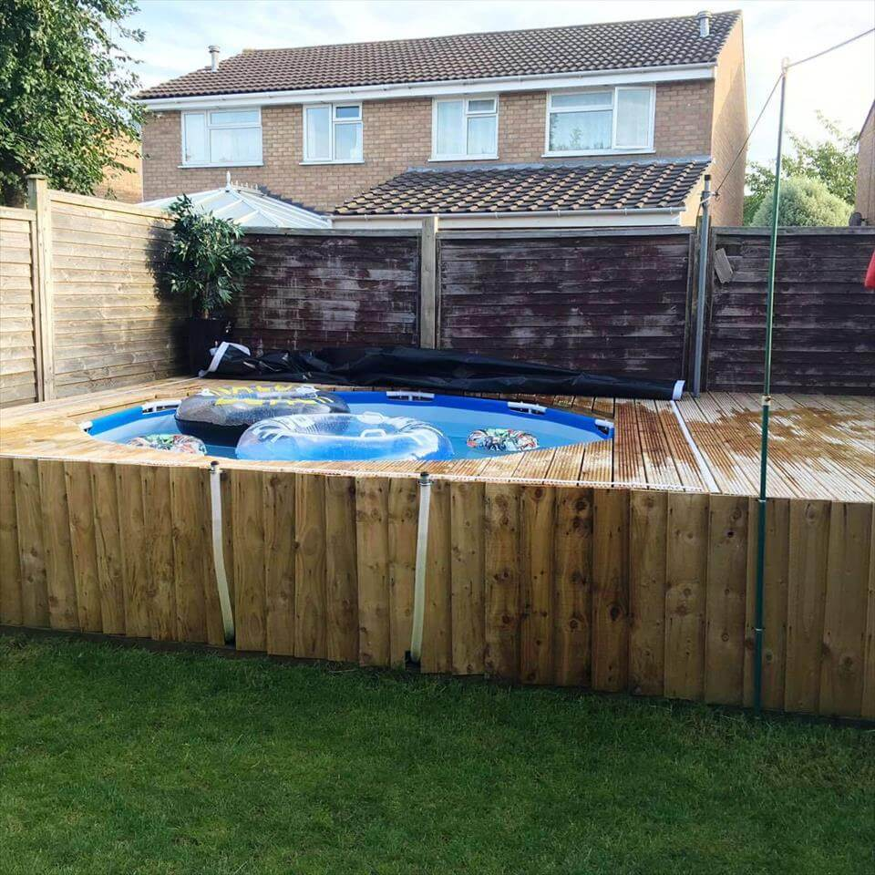 Swimming pool out of pallets diy for Diy garden pool