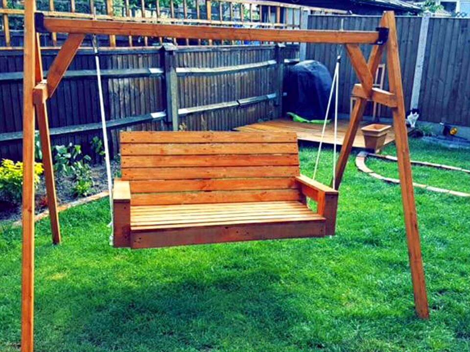 recycled pallet garden swing