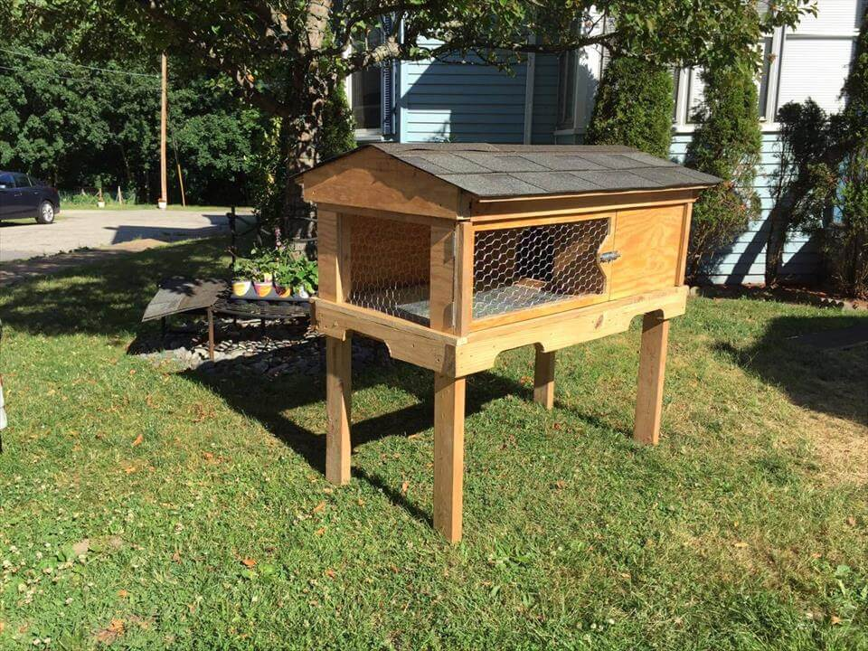 Upcycled pallet rabbit hutch bunny hutch for What can u make out of pallets