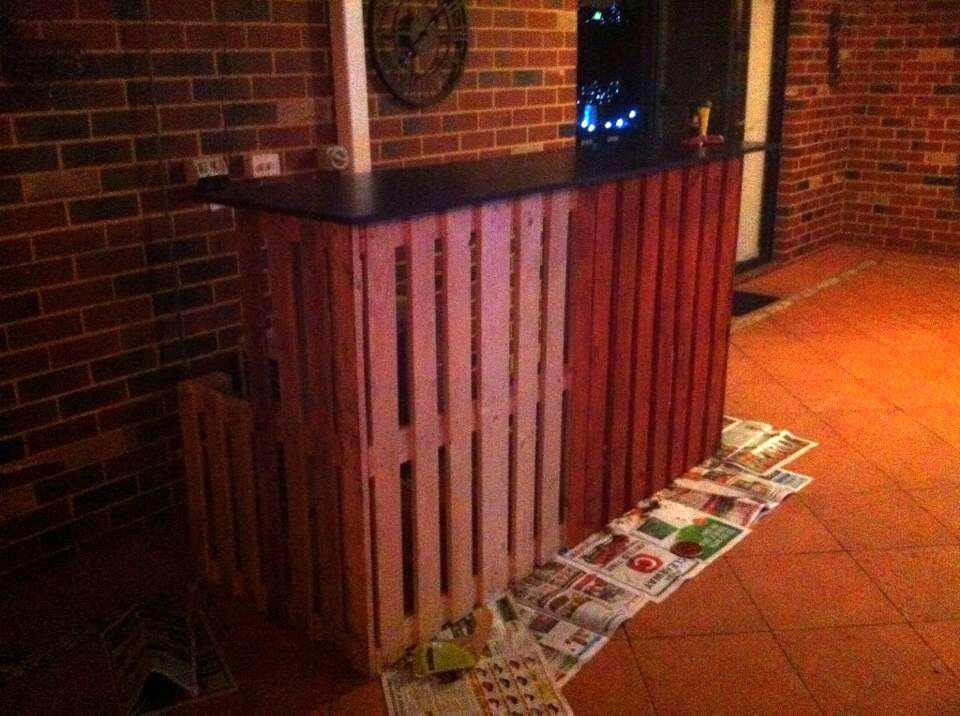 reclaimed pallet bar