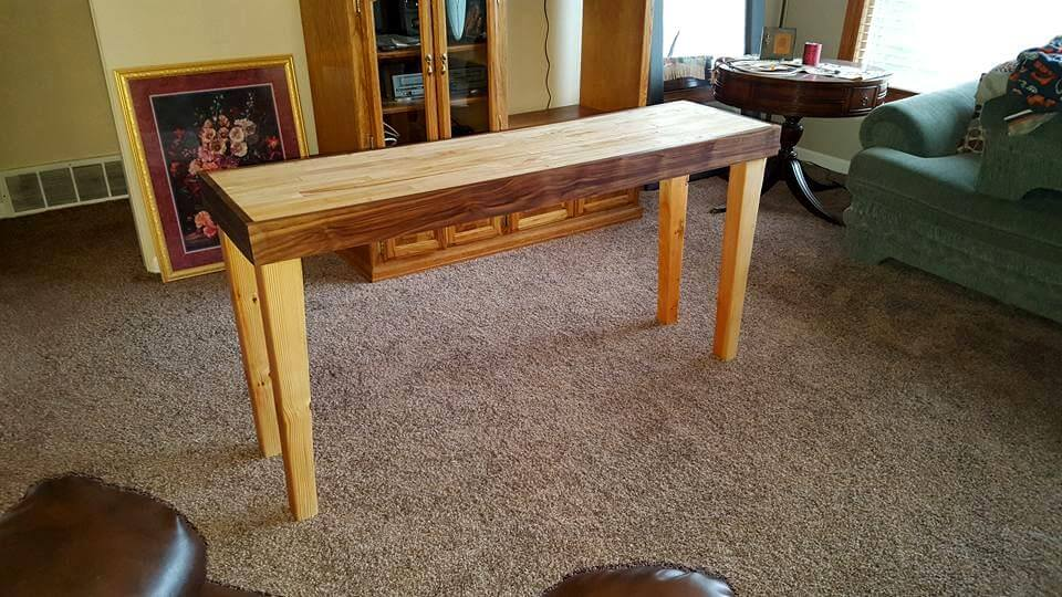 Upcycled Pallet Entryway Table