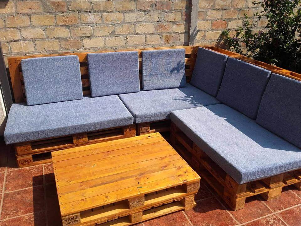 Large pallet sofa set for outdoor seating for Sofa de palets exterior