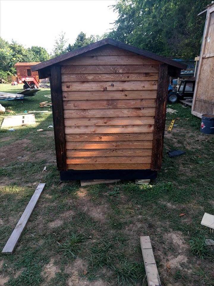 handmade pallet doghouse