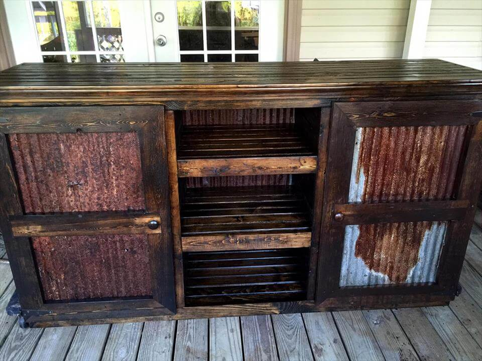 Wooden pallet entertainment center