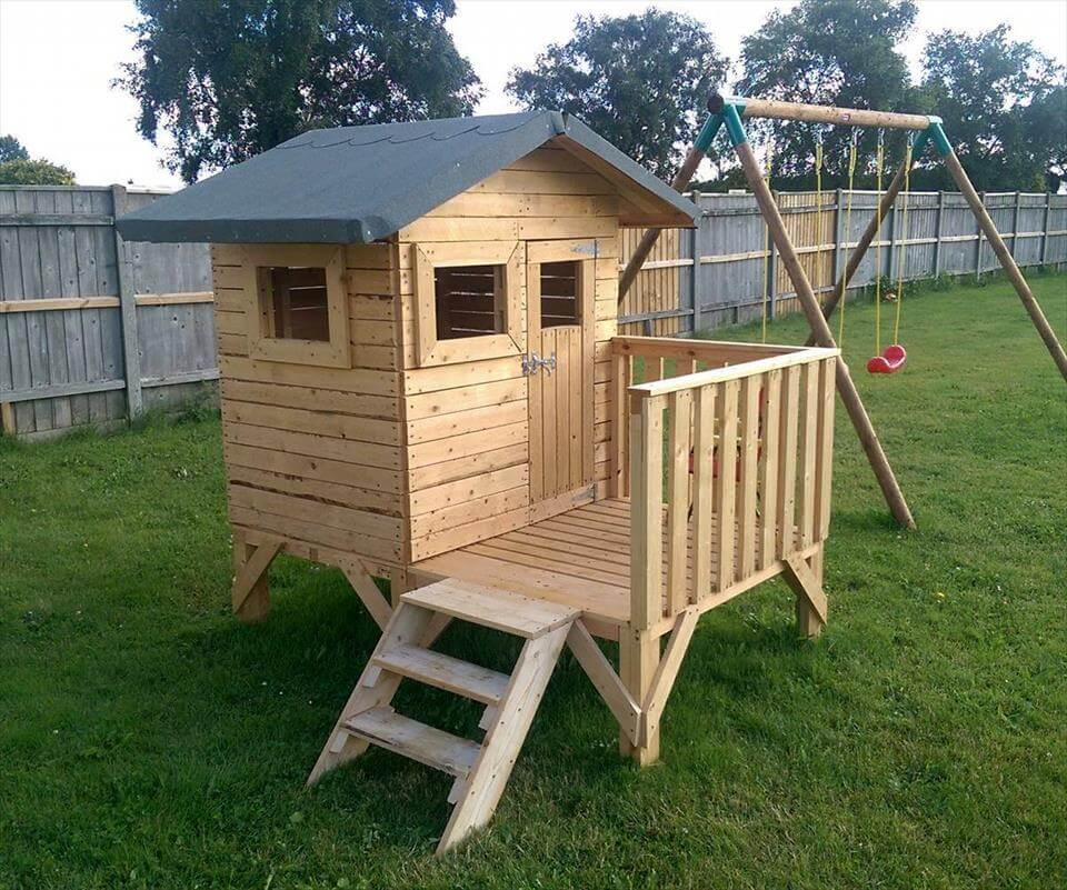 DIY Small Pallet Playhouse For Kids