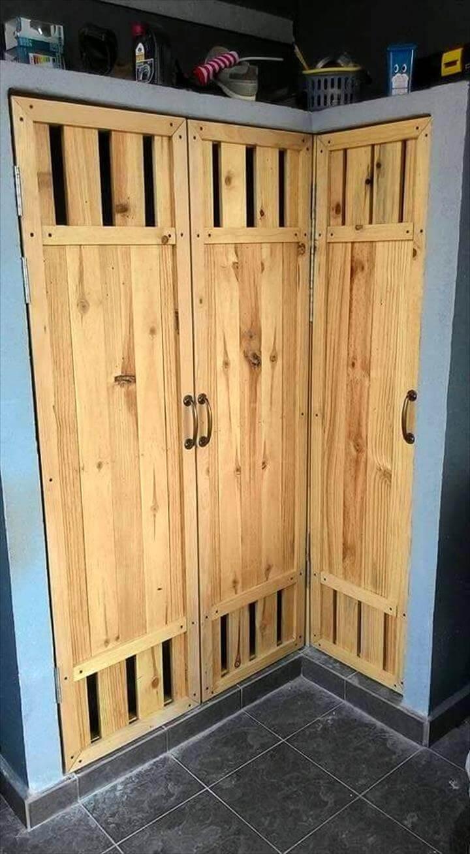 low-cost but sturdy wooden pallet shoes rack idea