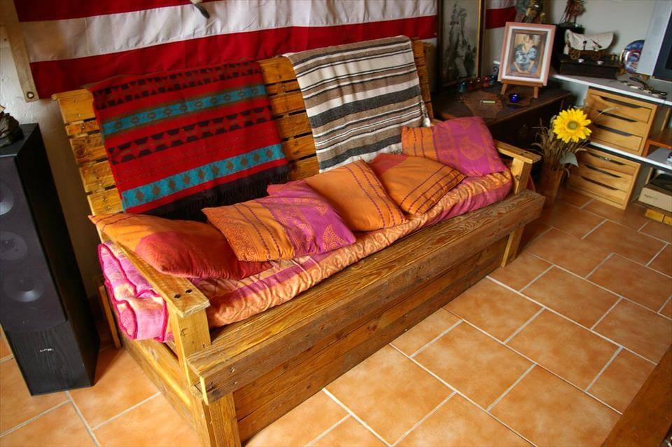 Upcycled Pallet Sofa Seat