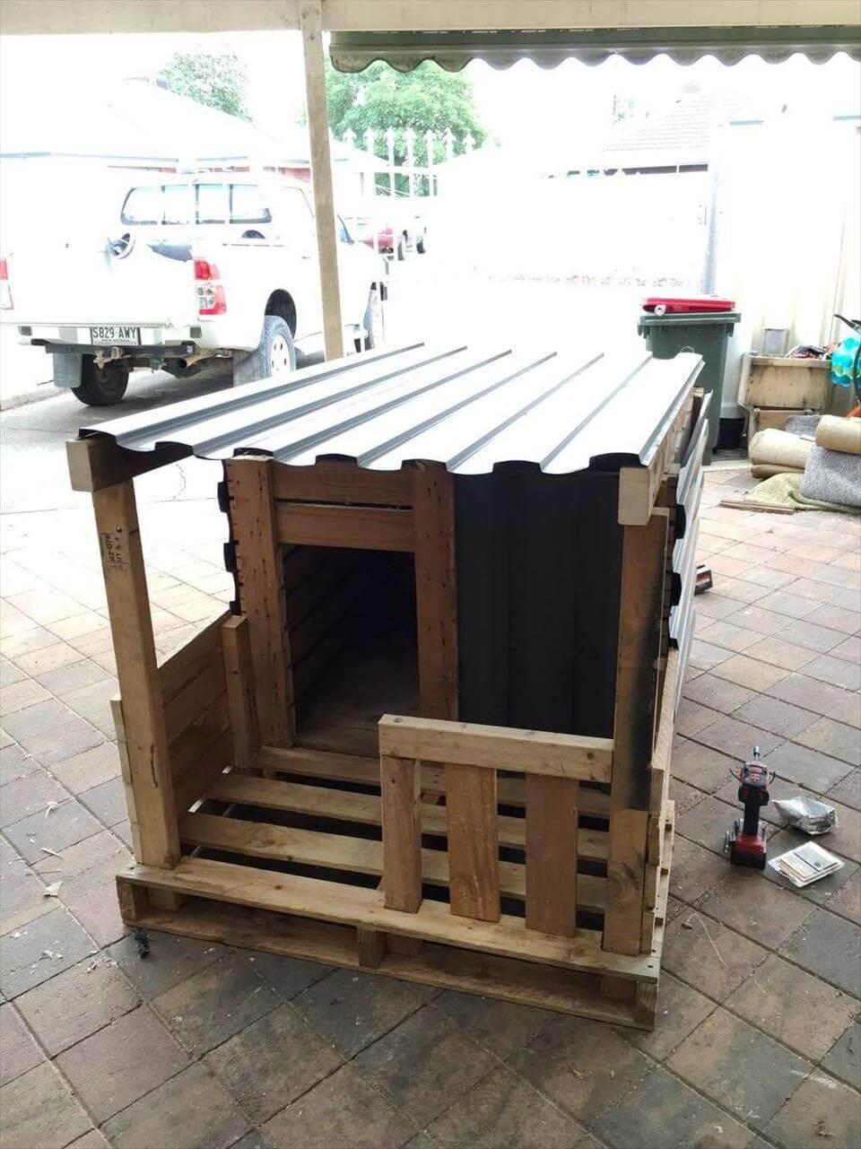 Pallet Dog House With Veranda Diy 101 Pallet Ideas
