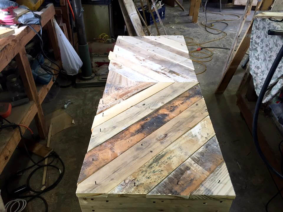 robust wooden pallet chevron sofa table
