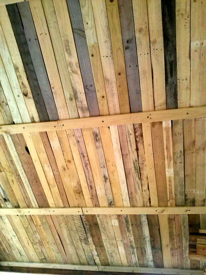 upcycled wooden pallet roof