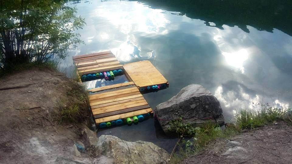 DIY Pallet and Swim Noodles Floating Dock