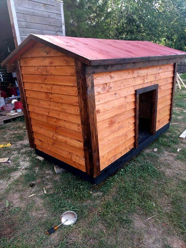 pallet doghouse with chevron roof