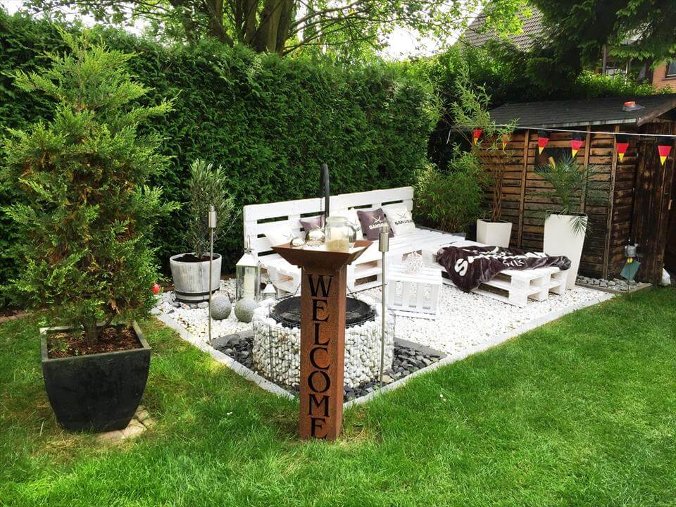 chic white painted pallet garden furniture