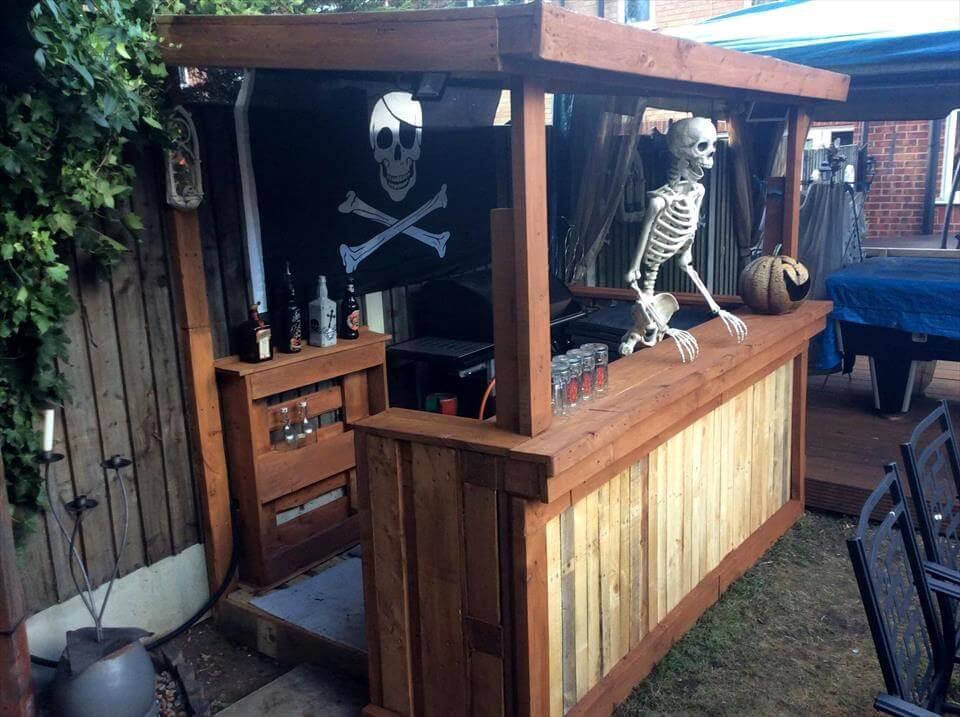 Pallet Halloween Bar - Organize your Home for Halloween Decor