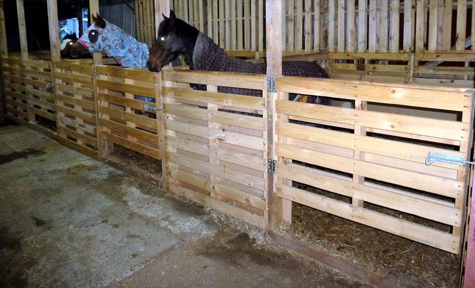 Wood Horse Shelter : Pallet horse stable shelter ideas