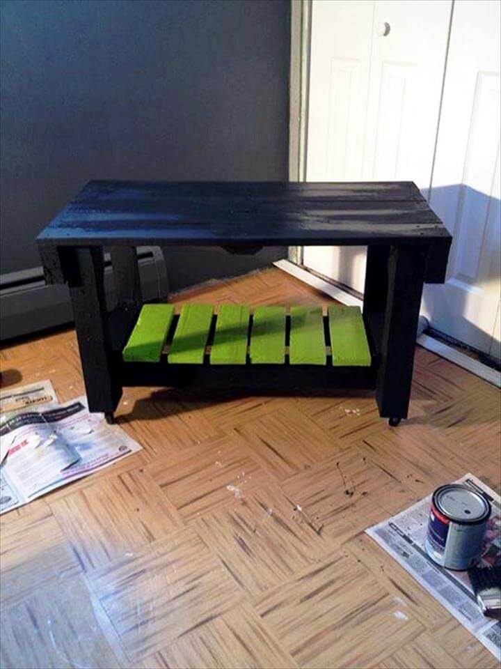 Here is the finally gained table out of pallets, done at zero-cost ...