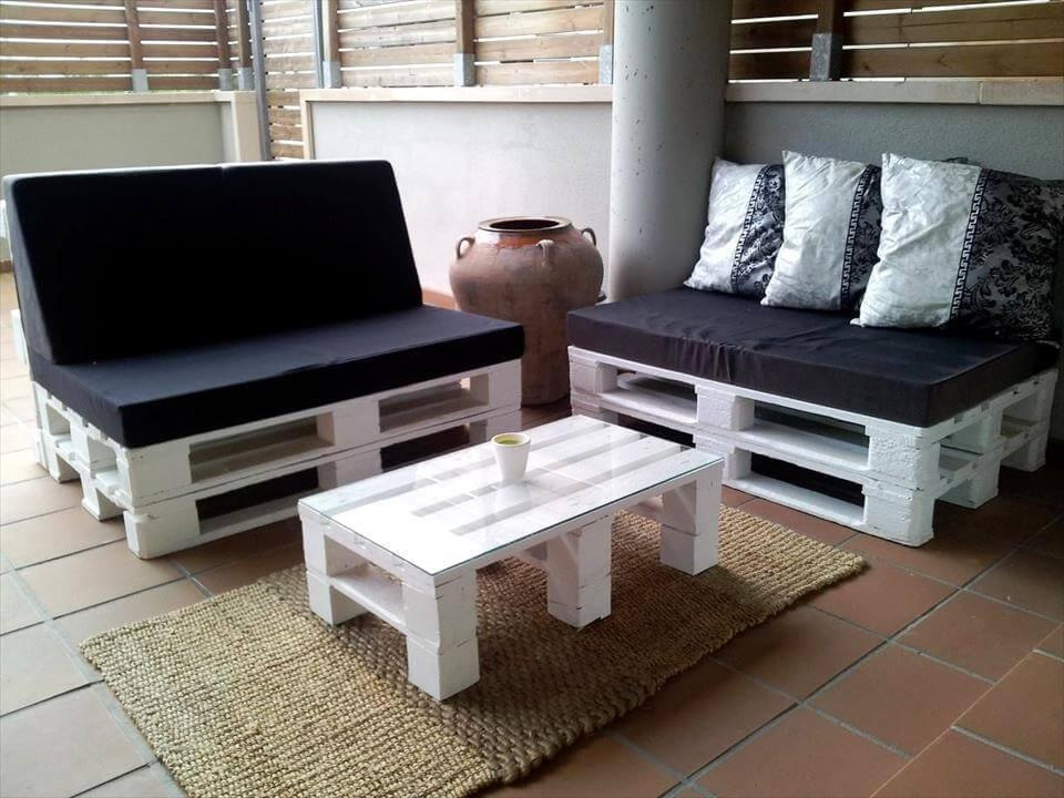 pintado de blanco sentado palet juego de muebles con cojín negro