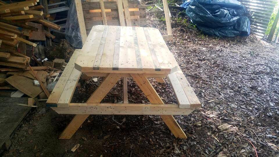 fun pallet picnic table for kids