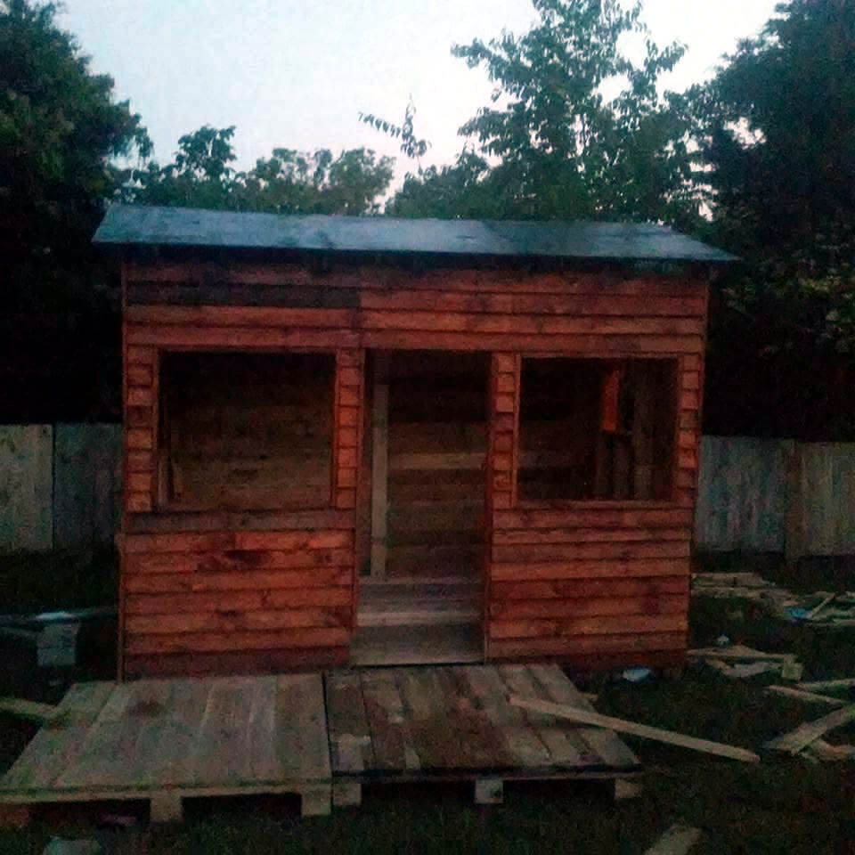 handcrafted pallet playhouse or clubhouse