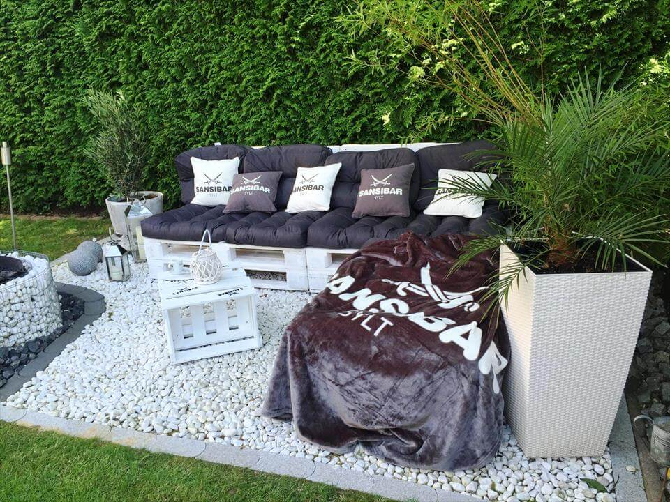 black and white pallet garden L-sofa set