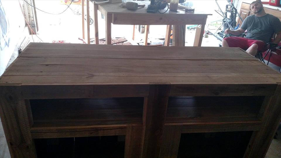 no-cost pallet TV stand