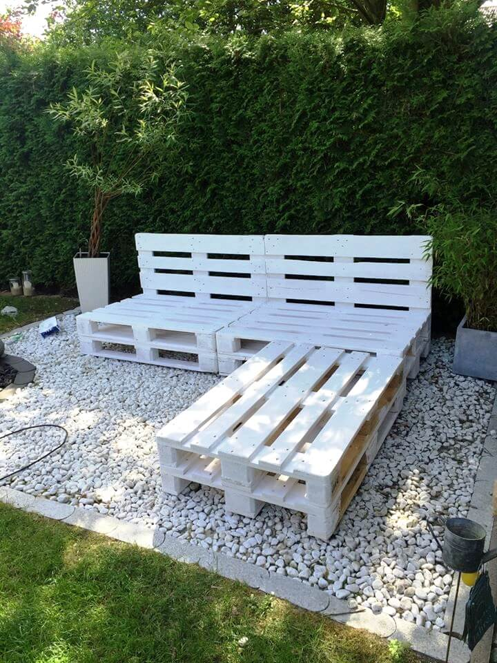 chic white painted pallet L-sofa frame