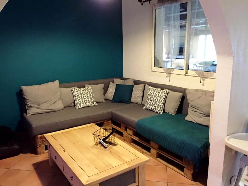 20 pallet ideas you need to do diy now 101 pallet ideas for Pallet living room couch