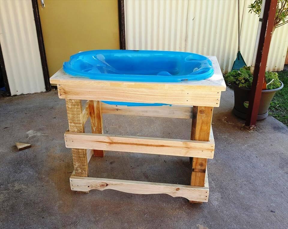pallet baby bath stand diy. Black Bedroom Furniture Sets. Home Design Ideas
