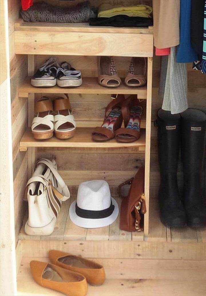 Built A Pallet Wardrobe Or Pallet Closet 101 Pallet Ideas