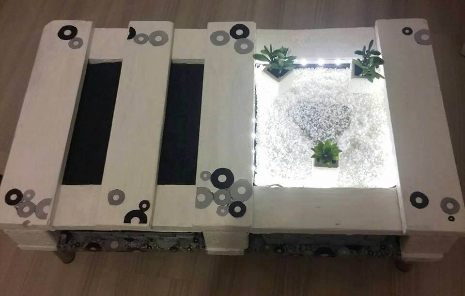 DIY Pallet Coffee Table with Lights & Glass
