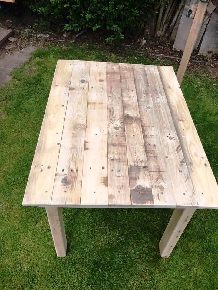 reclaimed wooden pallet tablea