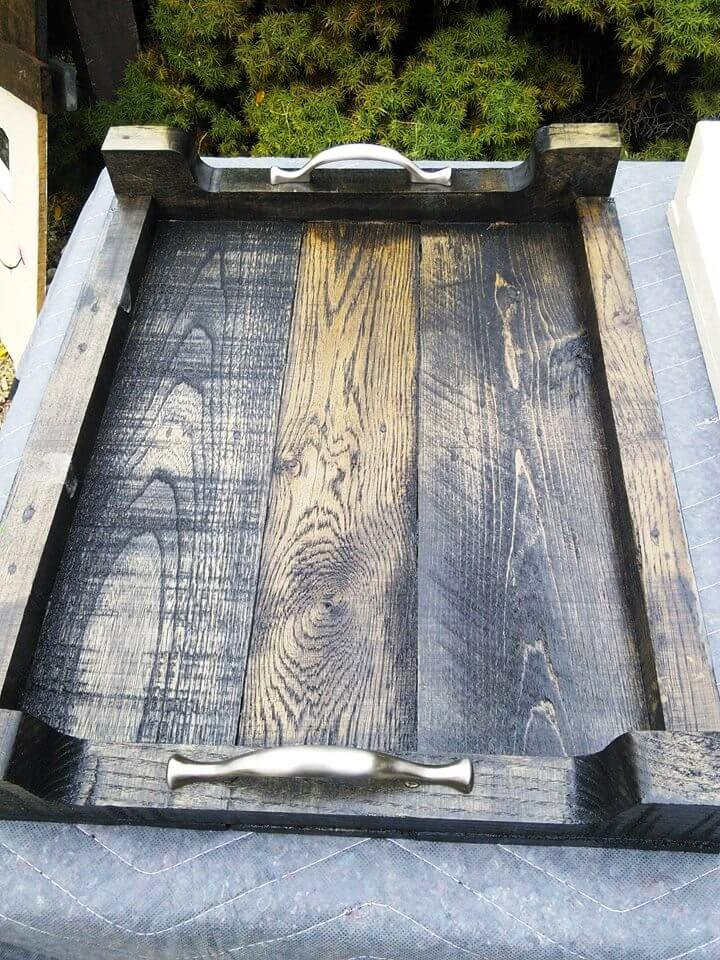 DIY Pallet Serving Trays