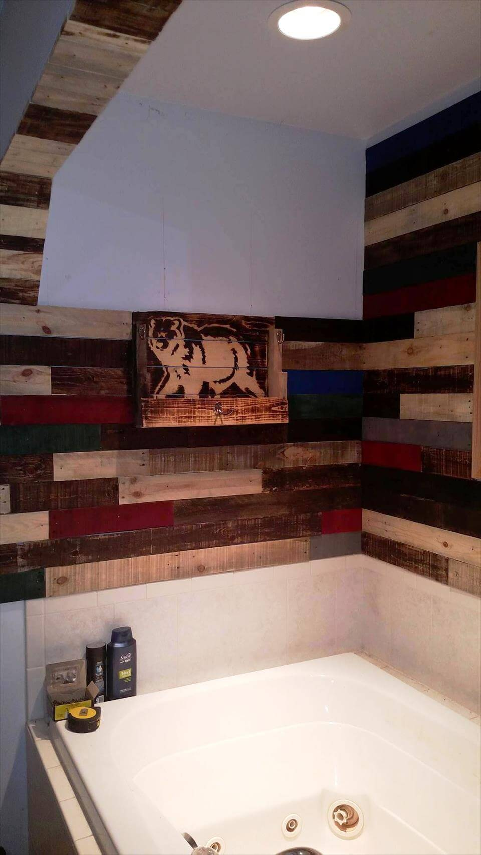 Diy Pallet Bathroom Wall Paneling: Pallet Wall Paneling Project Around The Jacuzzi Bath Tub