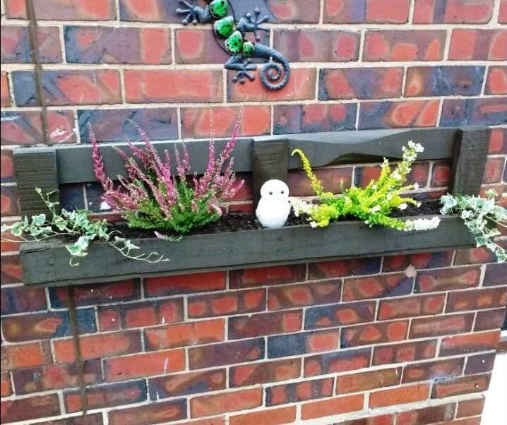 diy wall mounted pallet planter box