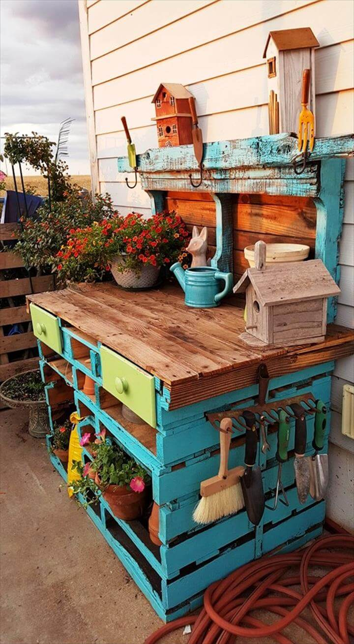 DIY Pallet Potting Table