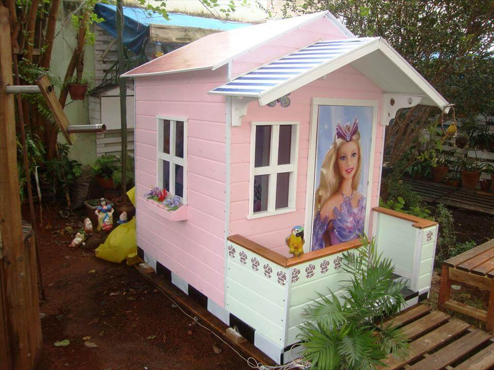 Pallet playhouse for children 101 pallet ideas for Used kids playhouse