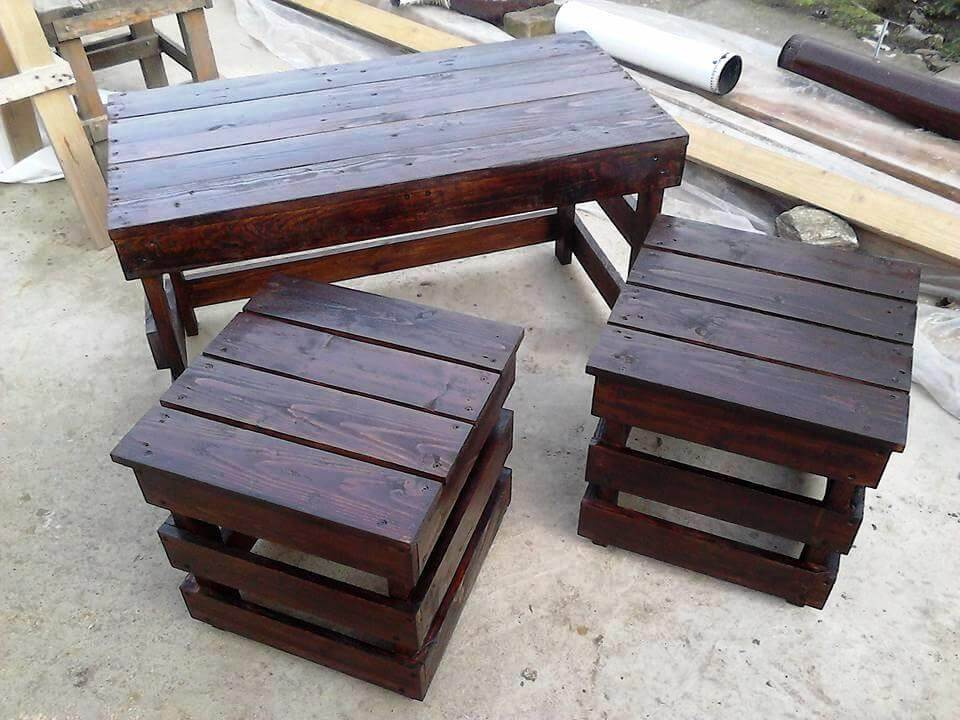 Pallet coffee table with side tables 101 pallet ideas for Diy wood pallet coffee table